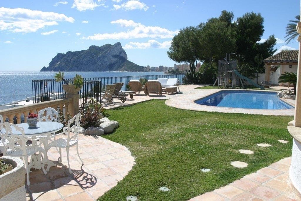 Villa en primera l nea en venta en benissa ref mv2109 for Piscina marva