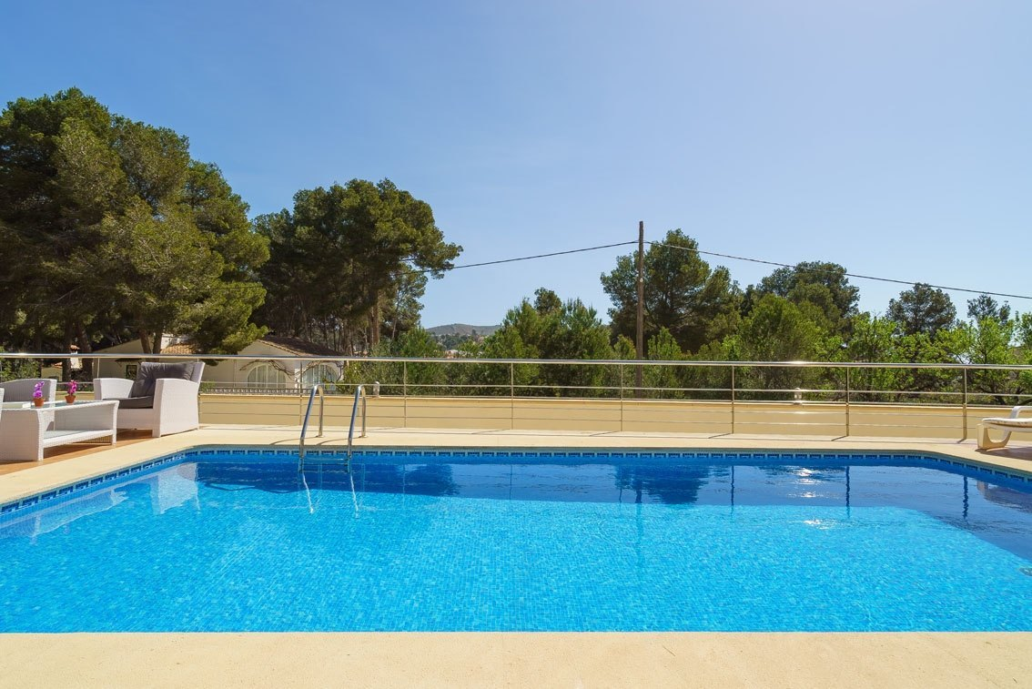 Se vende villa moderna en moraira ref mv2141 marva for Piscina marva