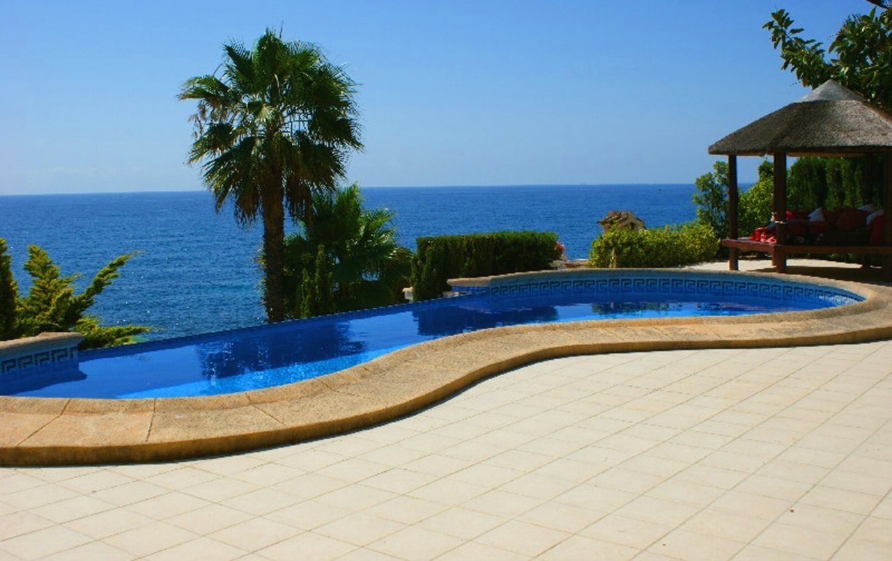Se vende villa en primera linea moraira benissa ref for Piscina marva