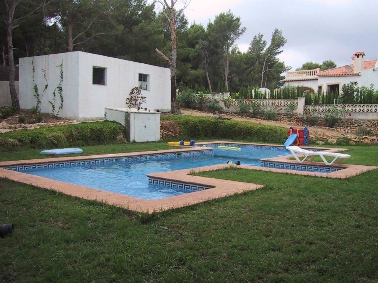 Se vende villa unica en moraira cap blanc ref mv2169 for Piscina marva
